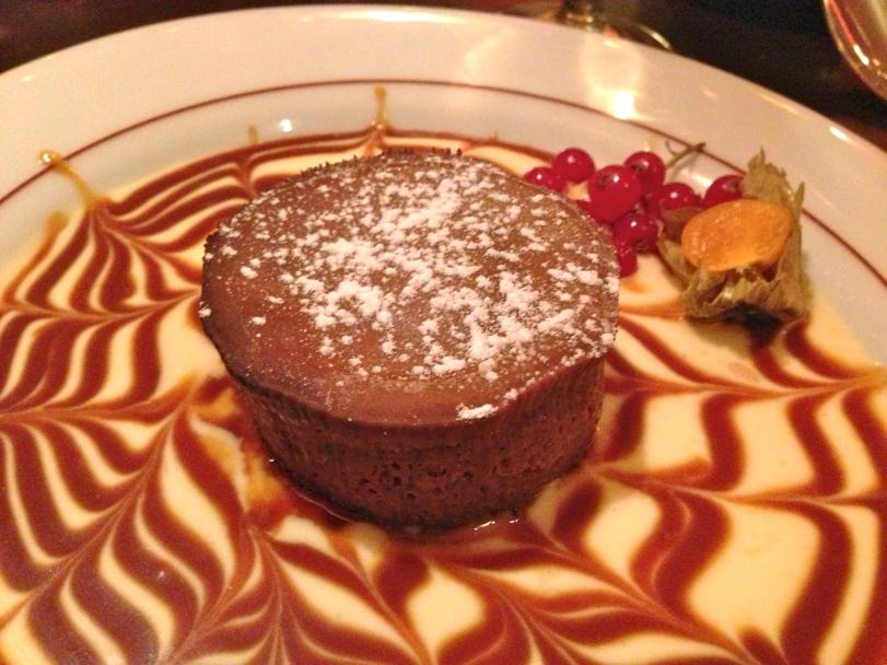 Crème caramel dessert